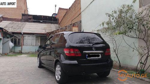 MERCEDES-BENZ B 200 2011