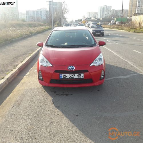 TOYOTA Prius C 2012