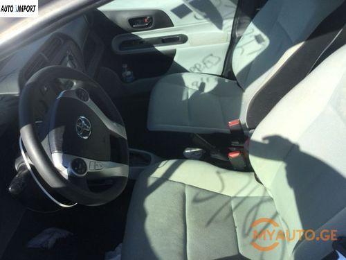 TOYOTA Prius C 2013