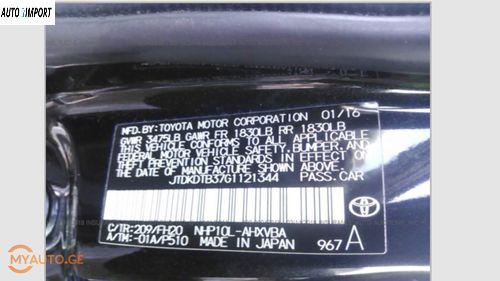 TOYOTA Prius C 2016